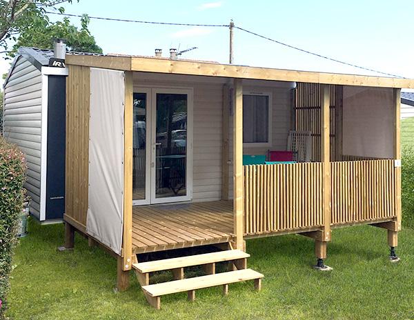 Terrasse en bois couverte pour mobil home