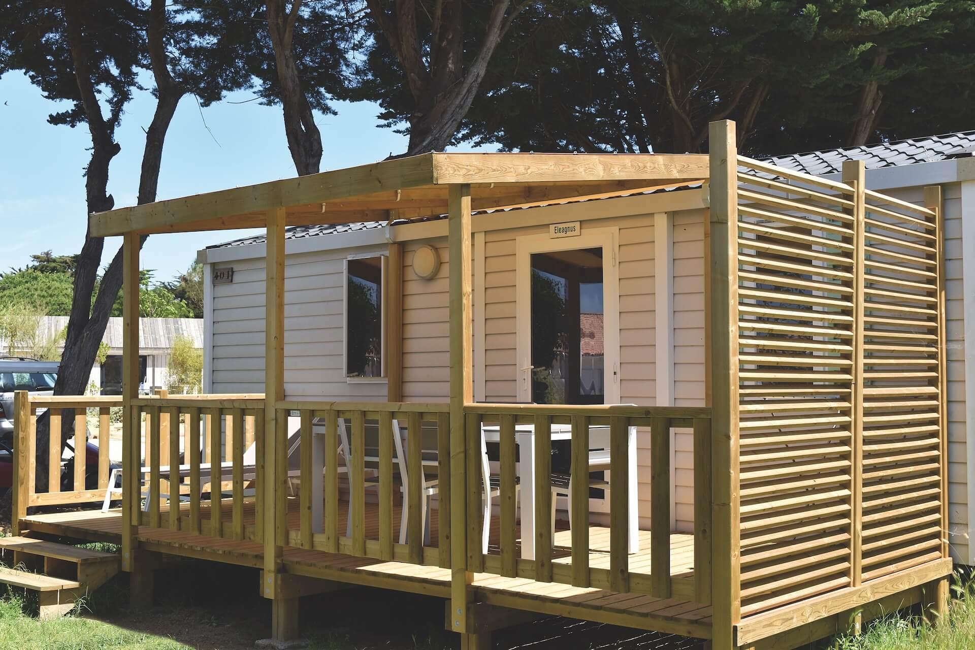 Terrasse en bois au camping Le Phare par Les Terrasses du Lys