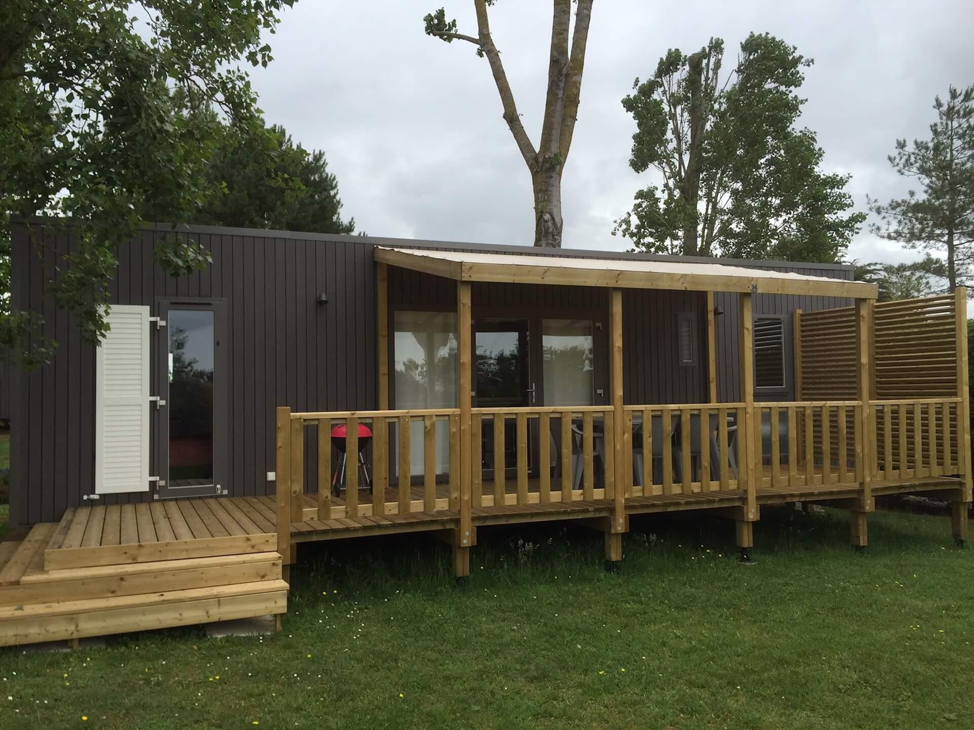 Terrasse en bois semi-podium par Les Terrasses du Lys
