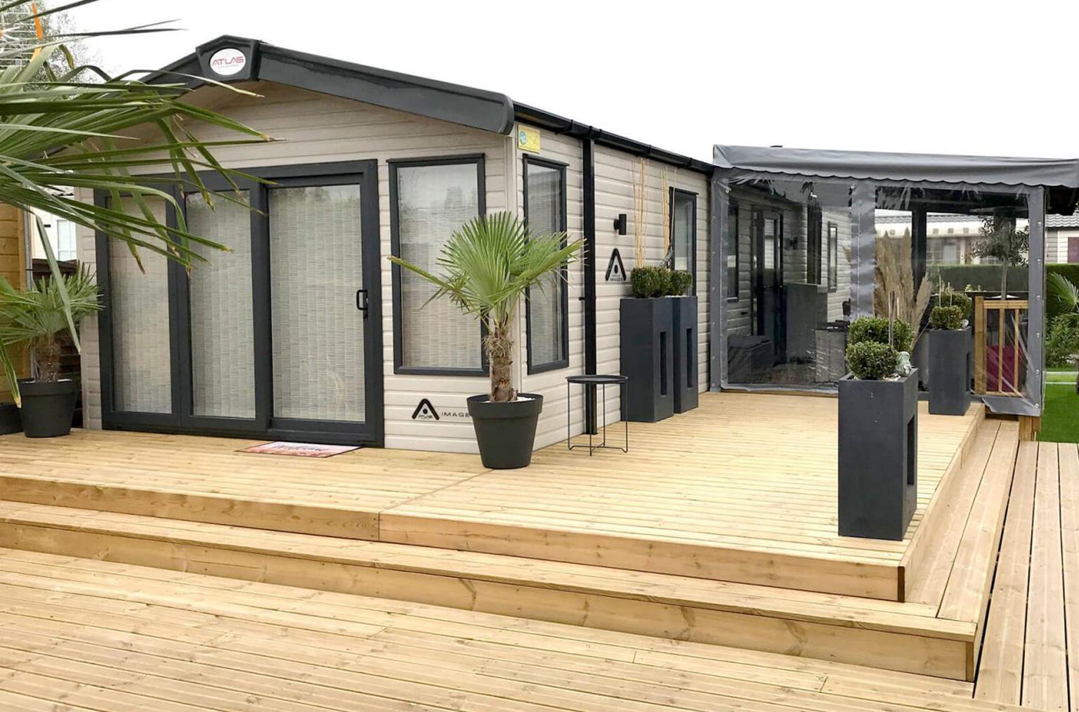 Terrasse d'angle en bois premium réalisé par Terrasses du Lys