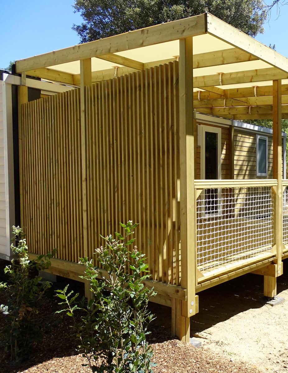 Accessoire pour terrasse en résille en bois