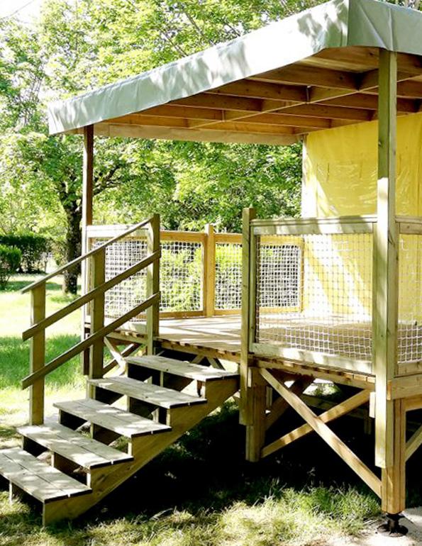 Le Carrelys est un hébergement en bois